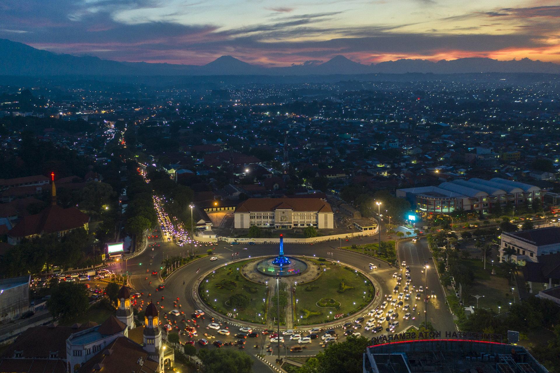 Semarang Senja Dua Gunung